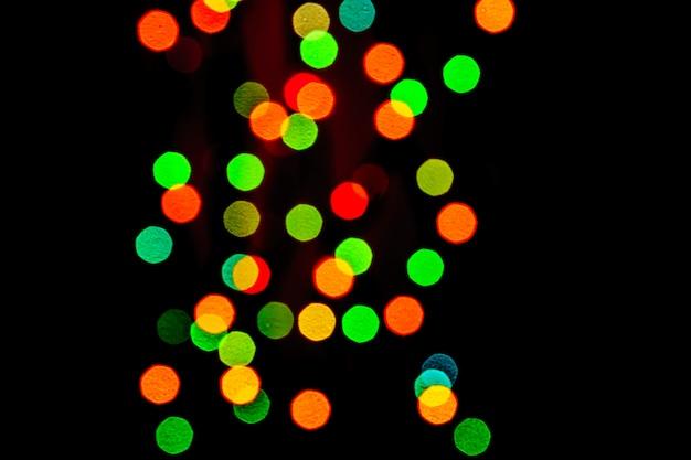 Abstrakt zamazywał światła na tle w kolorach czerwonym, zielonym, pomarańczowym.