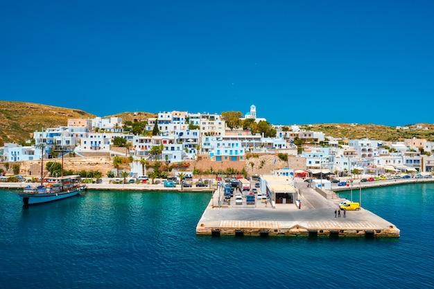 Adamantas adamas miasto portowe wyspy milos grecja