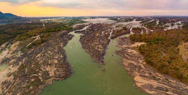 Aerial panoramiczny 4000 wysp rzeka mekong w laosie, wodospady li phi