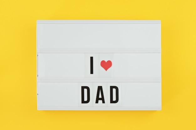 Afisz happy fathers day leżał płasko.