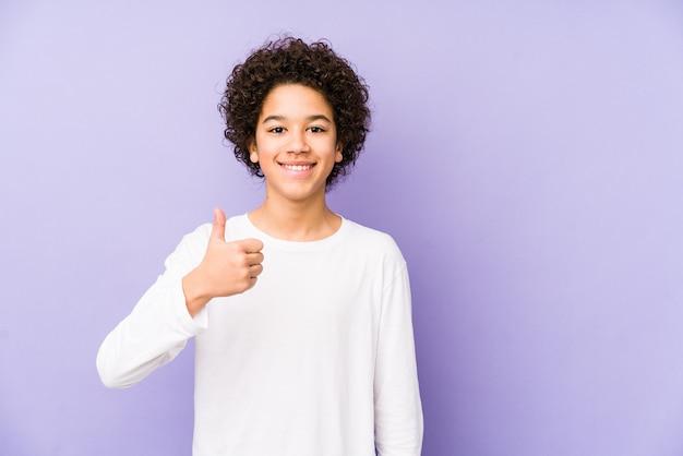 African american mały chłopiec z uśmiechem
