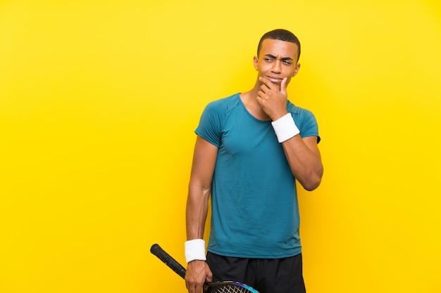 African american tenisista człowiek myśli pomysł