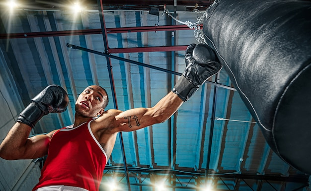 Afro amerykański męski bokser.