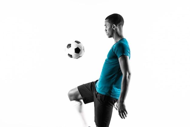 Afro futbolu amerykańskiego gracza mężczyzna nad odosobnionym białym tłem