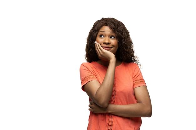 Afrykańska kobieta na białym tle, śmieszne emocje, mem