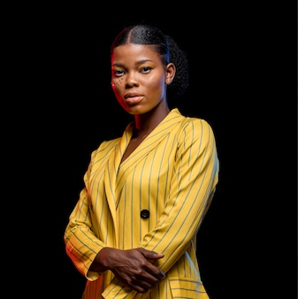 Afrykańska kobieta w żółtej kurtce