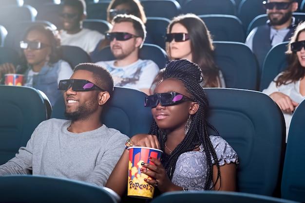 Afrykańska para w kinie