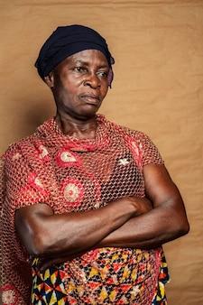 Afrykańska starsza kobieta w tradycyjne stroje