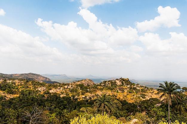 Afrykański krajobraz przyrody z pięknym niebem