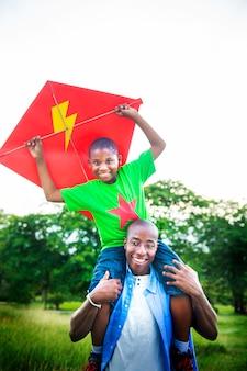 Afrykański rodzinny szczęście wakacje wakacje aktywności pojęcie