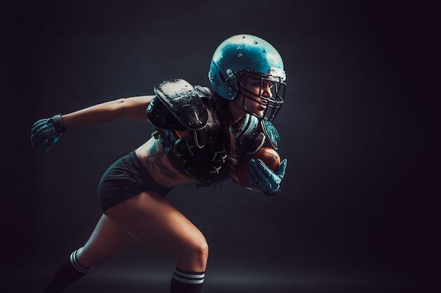 Agresywna sportsmenka bawić się rugby
