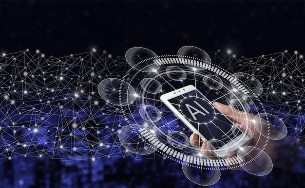 Ai, uczenie maszynowe. ręka trzymać biały smartphone z cyfrowym hologramem znak sztucznej inteligencji na ciemnym tle miasta niewyraźne. przemysł sztucznej inteligencji 4.0