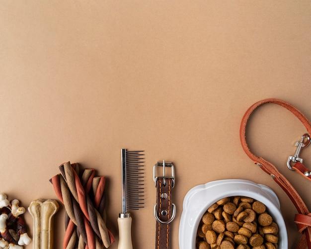 Akcesoria dla zwierząt z miską na karmę i smakołykami