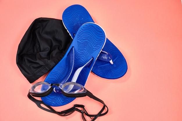Akcesoria do pływania w basenie, okulary, czapka, tabliczki
