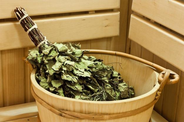 Akcesoria do sauny i sauny, wiadro i miotła