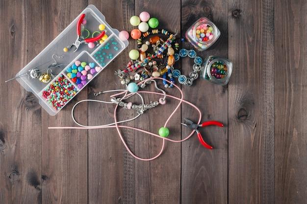 Akcesoria do wyrobu domowej biżuterii artystycznej