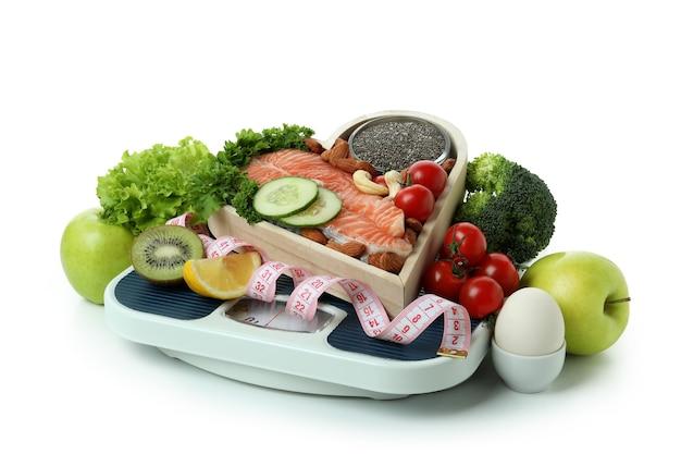 Akcesoria do zdrowego odżywiania na białym tle