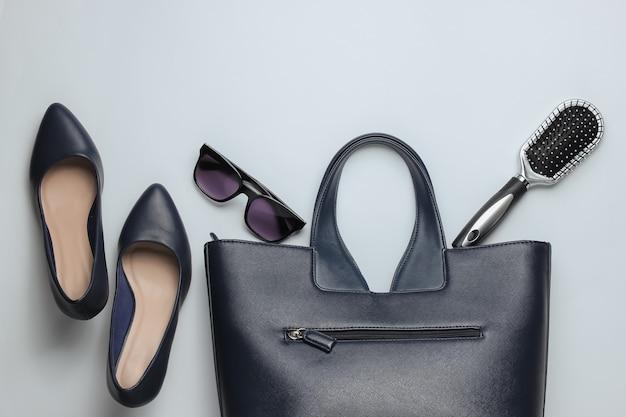 Akcesoria odzieżowe damskie styl płaskich świeckich na białym tle torba skórzana szpilki buty okulary przeciwsłoneczne grzebień