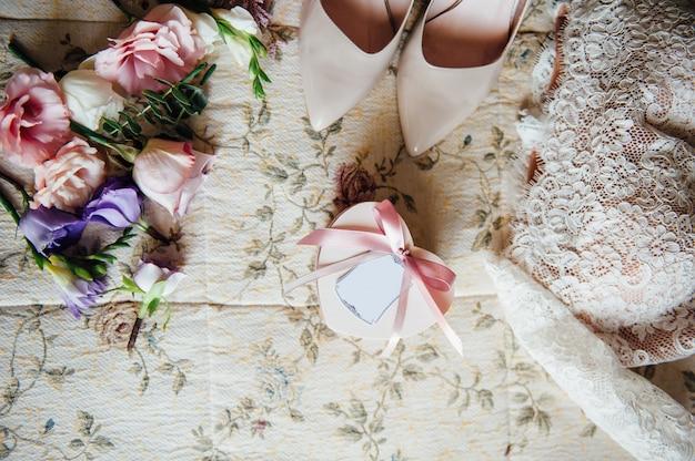 Akcesoria ślubne z kwiatami