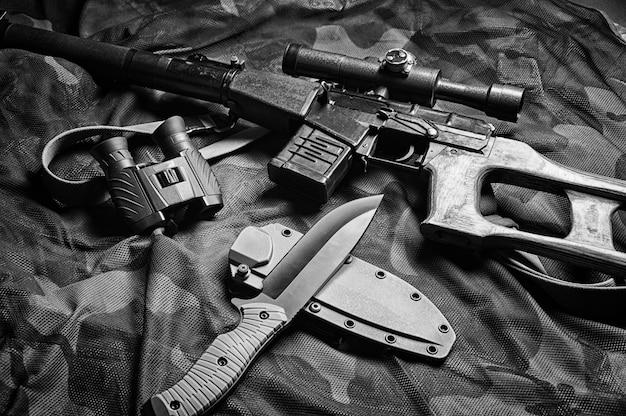 Akcesoria wojskowe, zestaw survivalowy, kampanie militarne. pojęcie wojny i niestabilności na świecie. agresorzy i obrońcy. różne środki przekazu