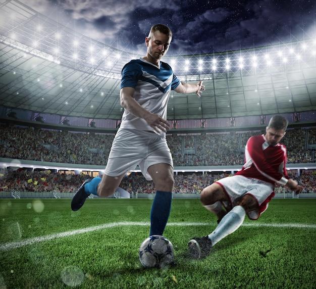Akcja piłkarska z rywalizującymi graczami na stadionie