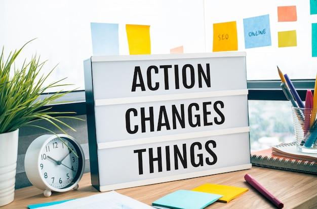 Akcja zmienia słowa na lightbox