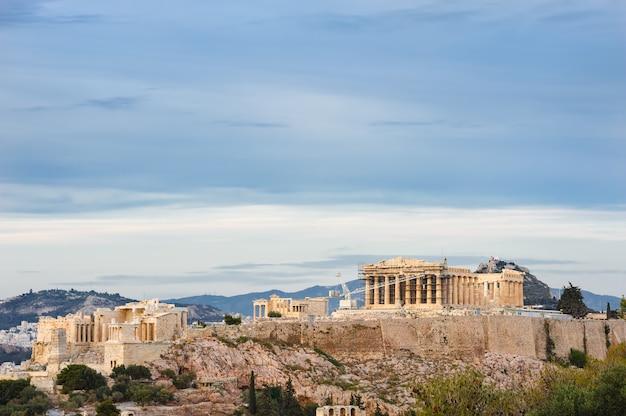 Akropol w promieniach zachodu słońca
