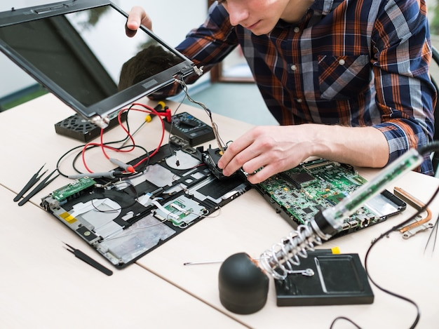 Aktualizacja laptopa zwiększona wydajność zwiększona pamięć procesora hdd