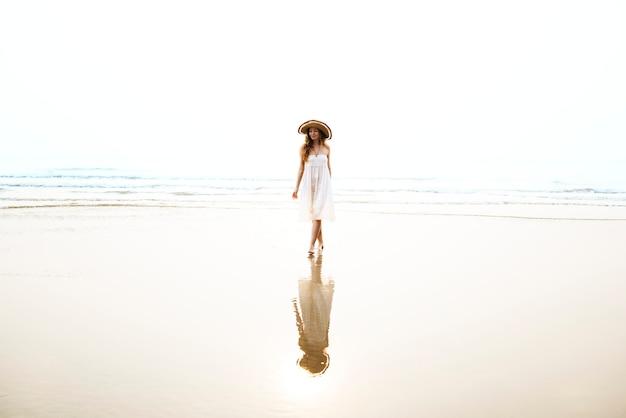Aktywności plaży podróży czasu wolnego stylu życia podróży pojęcie