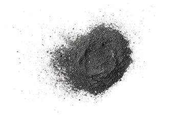 Aktywowany węgiel drzewny proszek na białym tle