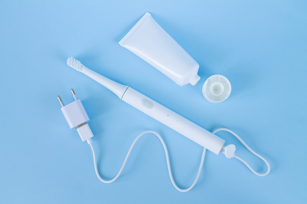 Akumulatorowa elektryczna szczoteczka do zębów z ładowarką i pastą do zębów