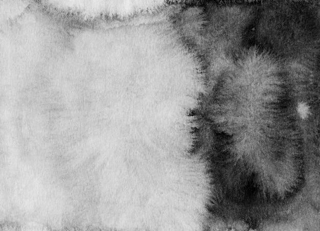 Akwarela czarno-białe tło gradientowe. plamy monochromatyczne na papierze