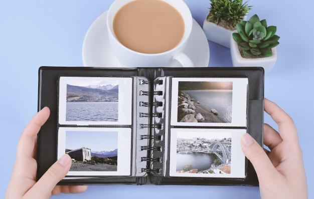 Album ze zdjęciami przedstawiającymi natychmiastowe zdjęcia krajobrazów