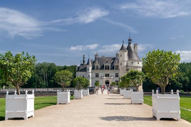 Aleja do chateau de chenonceau dolina loary we francji