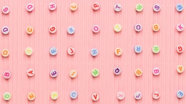 Alfabet koraliki wzór różowy transparent