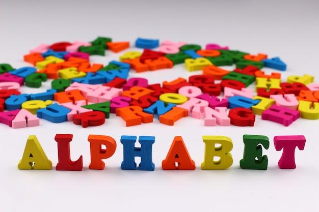 Alfabet słowa z kolorowymi literami