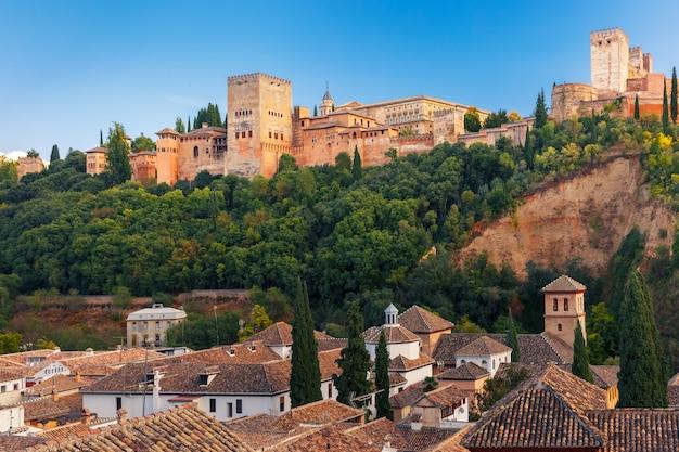Alhambra przy zmierzchem w granada, andalusia, hiszpania