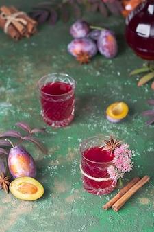 Alkoholowa nalewka śliwkowa z anyżem, cynamonem i goździkami