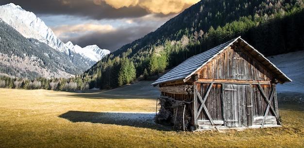 Alpejska chata w południowym tyrolu
