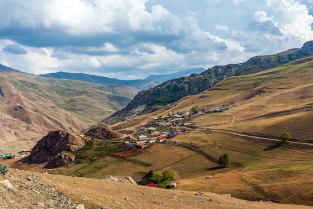Alpejska wioska jek w azerbejdżanie