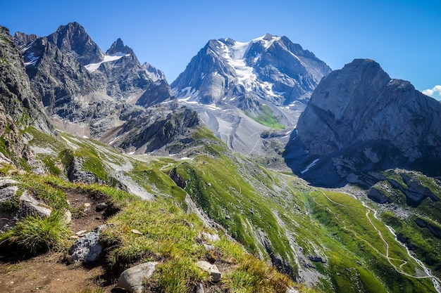 Alpejski krajobraz lodowca grande casse w pralognan la vanoise. francuskie alpy.