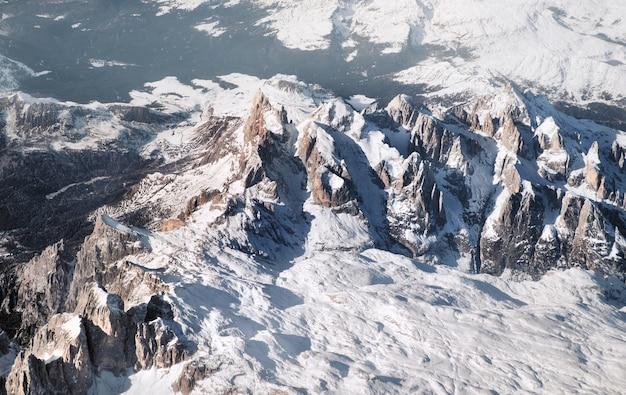 Alpy pod śniegiem, widok z lotu ptaka