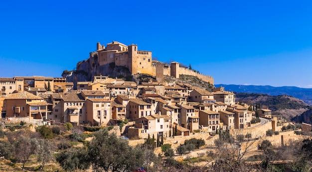Alquezar - piękna średniowieczna wioska w górach aragonii. hiszpania