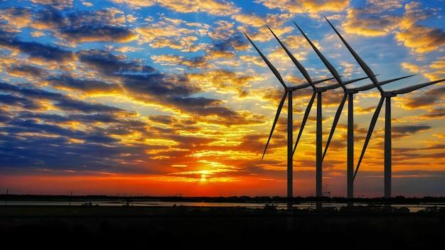 Alternatywna produkcja energii odnawialnej z turbin wiatrowych o zachodzie słońca
