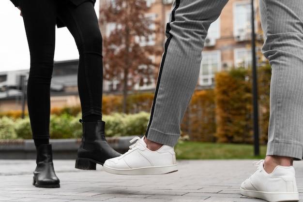 Alternatywne pozdrowienia dla uderzenia stopy