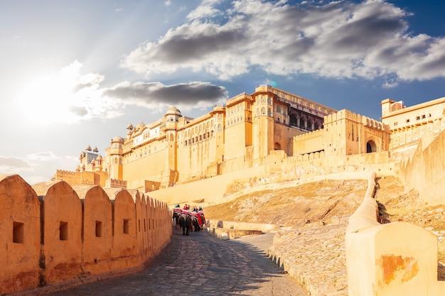 Amber fort w jaipur w indiach, piękny widok, żadnych ludzi.