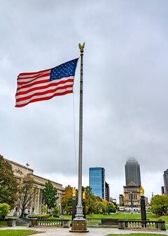 American flag w american legion mall w indianapolis indiana, stany zjednoczone