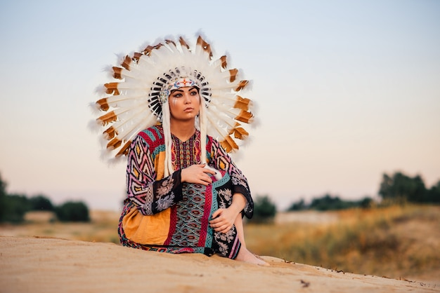 American indian dziewczyna siedzi w pozie jogi