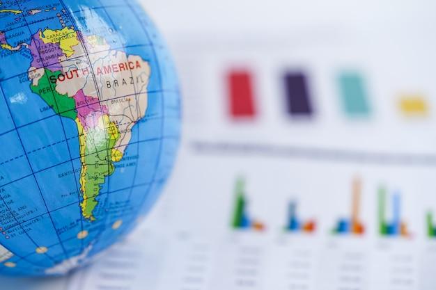 Ameryka południowa mapa świata globu na wykresie papieru kancelaryjnego