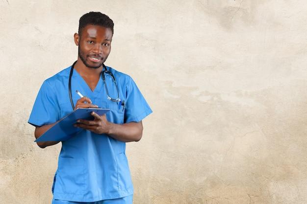 Amerykanina afrykańskiego pochodzenia lekarza medycyny mężczyzna.